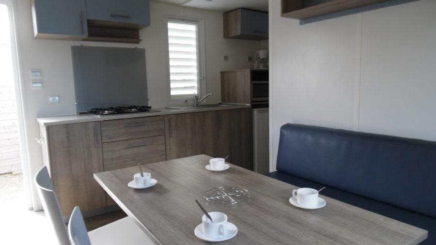 La vue d'ensemble de notre Mobil Home sur la cuisine ainsi que le salon !