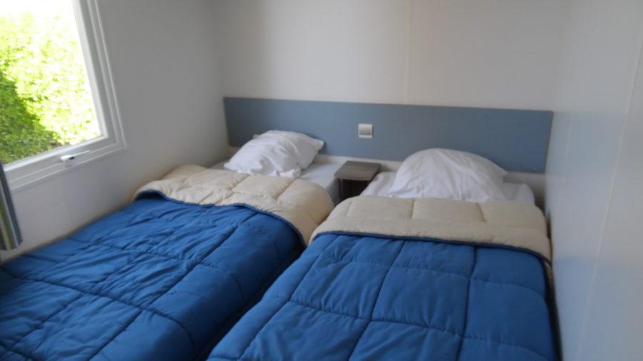 La chambre contenant 2 lits simples de nos Mobil Home !