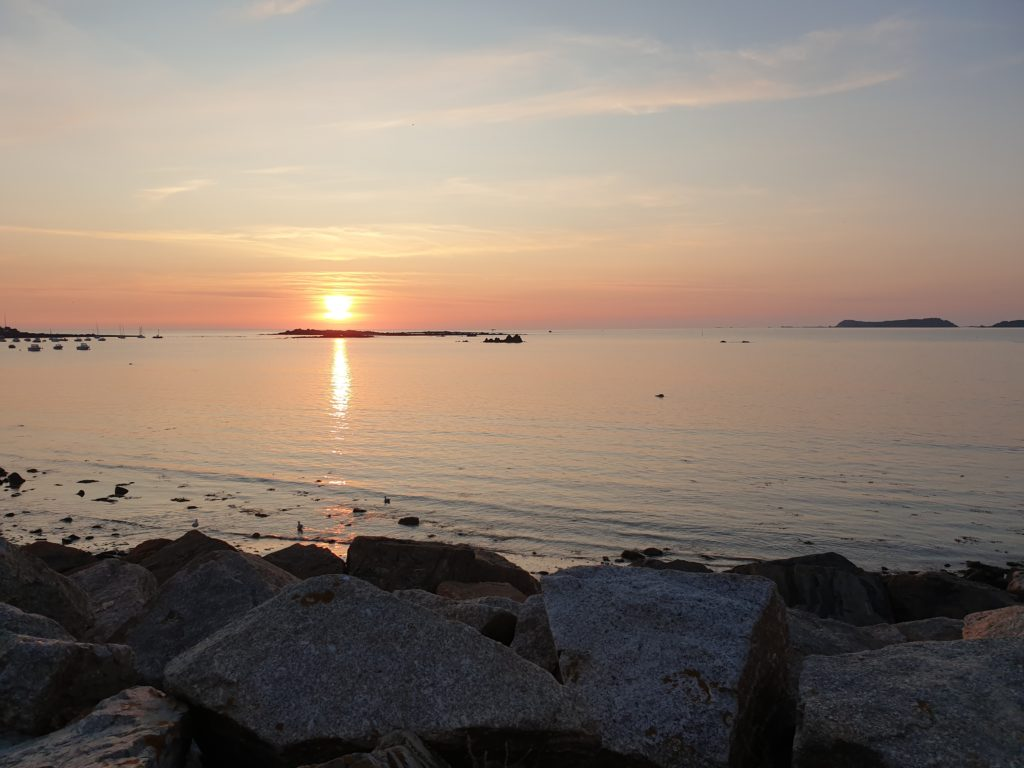 Couché de soleil sur le port de Locquémeau
